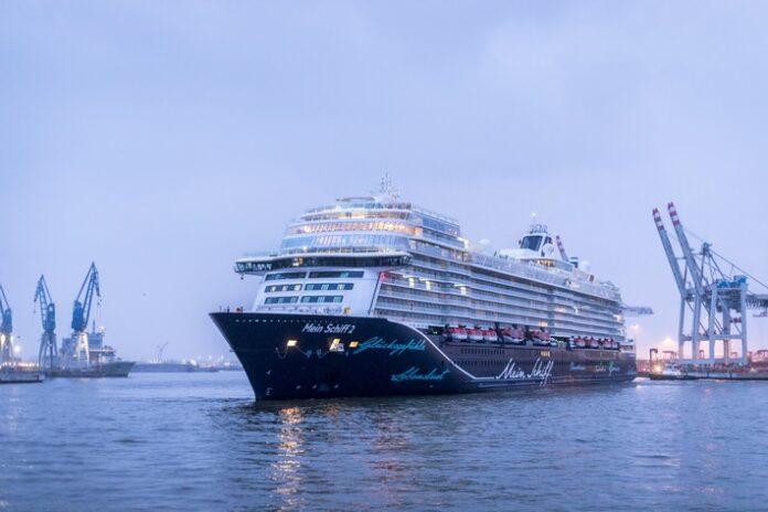 Die MEIN SCHIFF 2 von TUI CRUISES im Hamburger Hafen. Weiterer Text über ots und www.presseportal.de/nr/75344 / Die Verwendung dieses Bildes ist für redaktionelle Zwecke honorarfrei. Veröffentlichung bitte unter Quellenangabe: